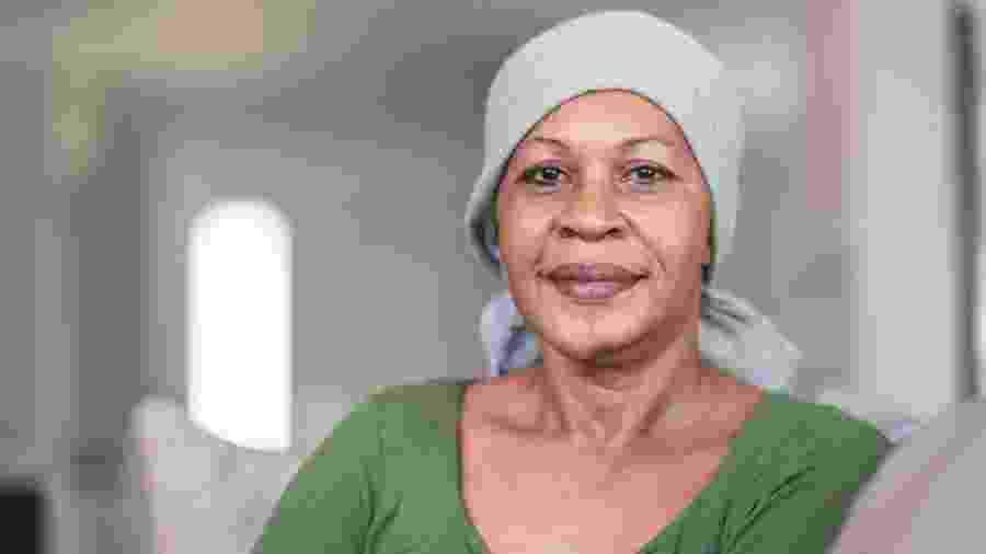 mulher com câncer - iStock