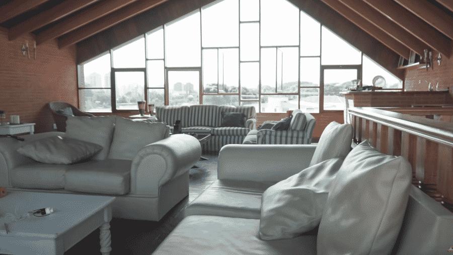 Conforto, luxo e muito espaço para produzir conteúdo e transmitir lives - Reprodução/YouTube
