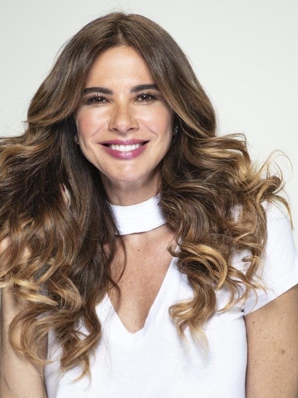 Luciana Gimenez ganha novo programa na RedeTV