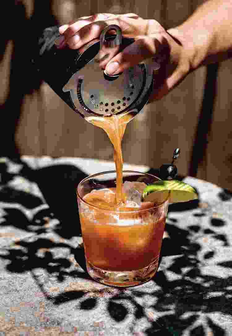 Cereza picante, coquetel preparado com tequila e mezcal - Shannon Surgis - Shannon Surgis