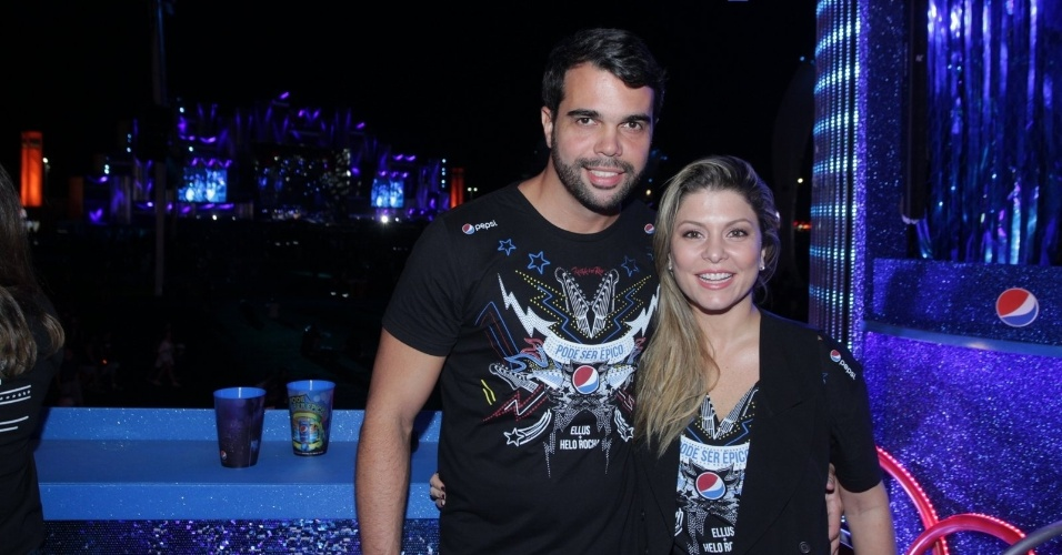 25.set.2015 - Bárbara Borges e o marido, Pedro Delfino, curtem a quinta noite de shows do Rock in Rio