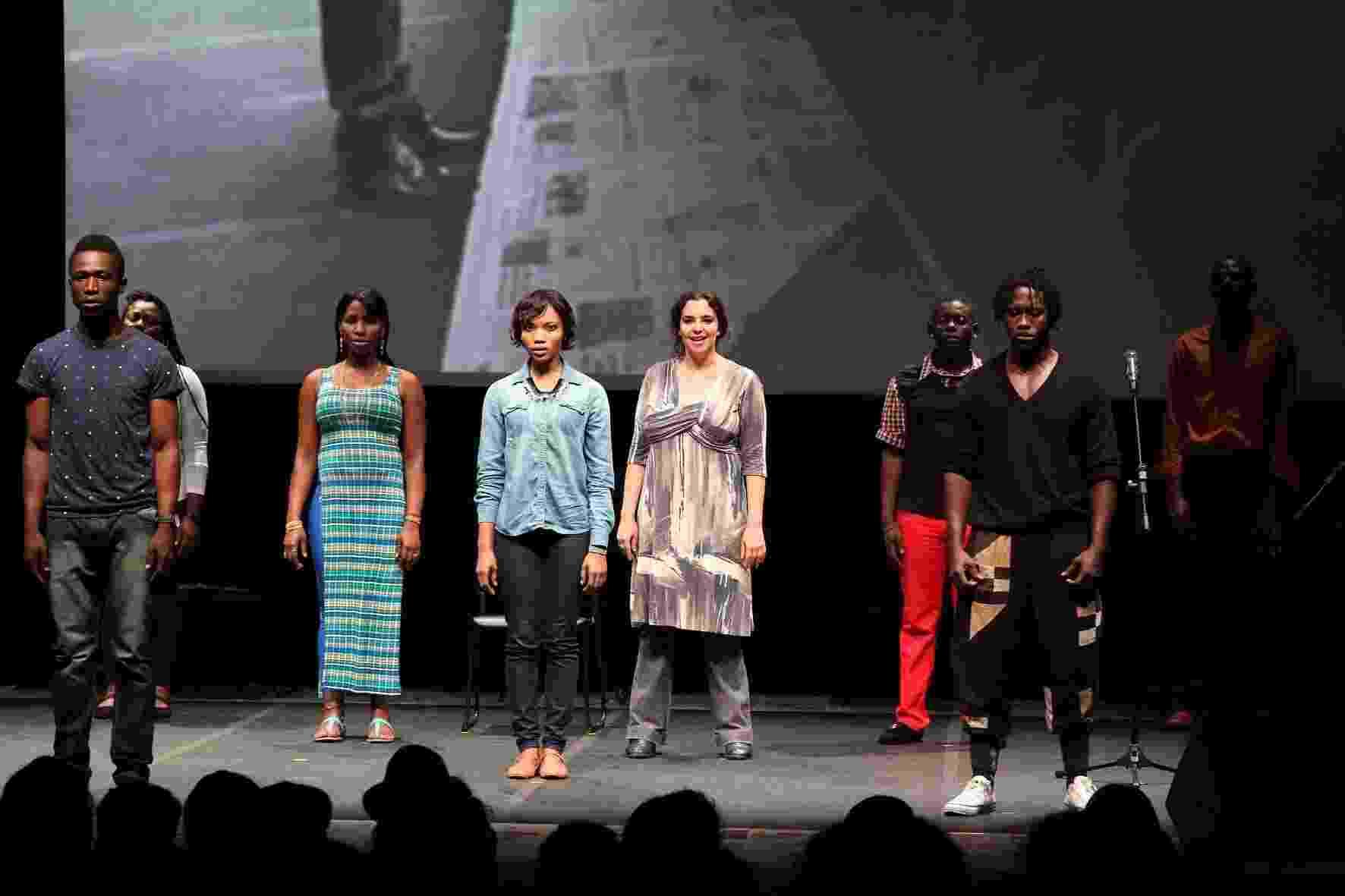 """O elenco da peça """"Cidade Vodu"""", que estreia oficialmente em março de 2016 na MitSP (Mostra Internacional de Teatro de São Paulo) - Ivson Miranda"""