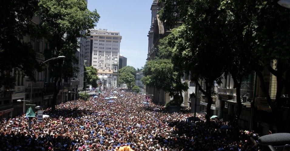 Do alto do trio é possível ver um mar de gente. O bloco é considerado um dos maiores do Rio de Janeiro