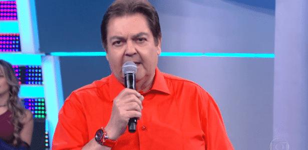 """Faustão manda beijo para Selena Gomez e """"faustanetes"""" e vira piada na web - Reprodução/TV Globo"""