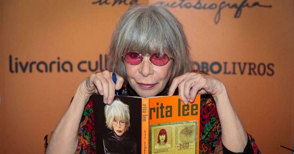 A cantora Rita Lee, que lançou autobiografia nesta quinta (16) em São Paulo