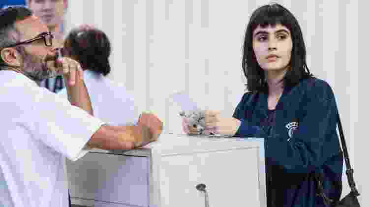 "Bebeth (Valentina Herszage) na rodoviária em ""Pega Pega"" - Mauricio Fidalgo/TV Globo - Mauricio Fidalgo/TV Globo"