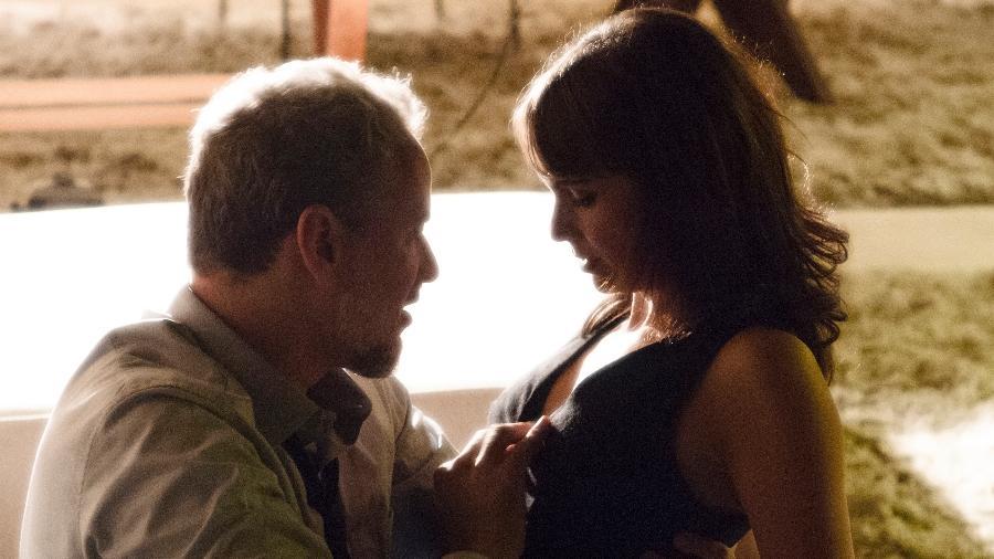 """Eugenio (Dan Stulbach) e Irene (Débora Falabella) transam em """"A Força do Querer""""  - Estevam Avellar/TV Globo"""