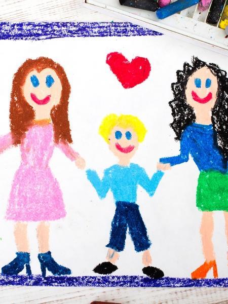 Casal de mulheres teve um filho e se separou; uma das mães agora vive um relacionamento heterossexual e conseguiu a guarda da criança -