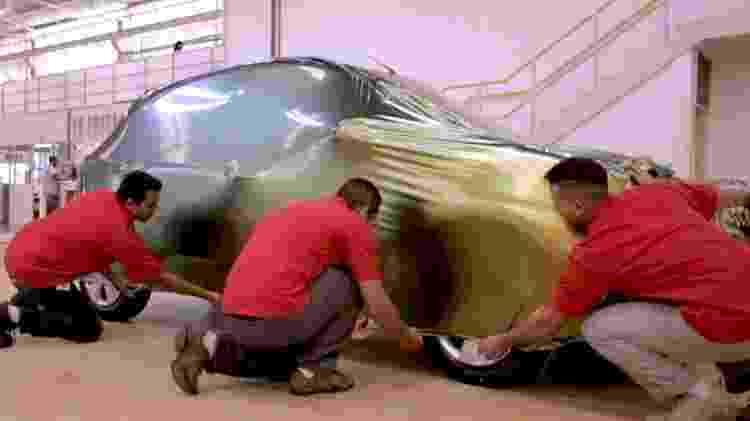 Carro envelopado - Reprodução/TVUOL - Reprodução/TVUOL