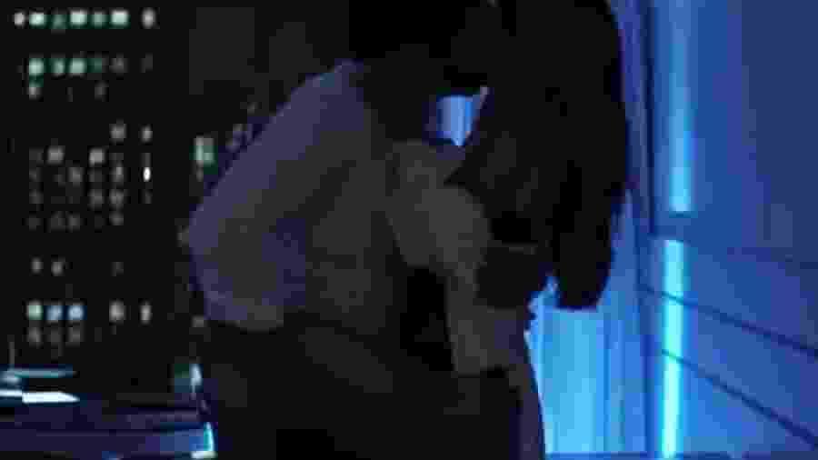 """Cena de Rodrigo Santoro e Marina Ruy Barbosa no clipe """"Ocean"""", de Alok - Reprodução"""