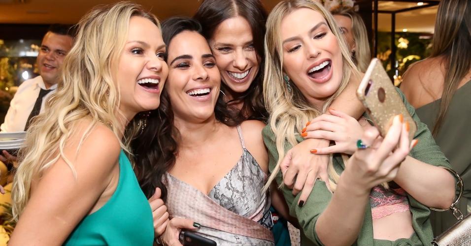 Eliana, Wanessa, Galisteu e Fernanda Keulla se divertem em festa de fim de ano