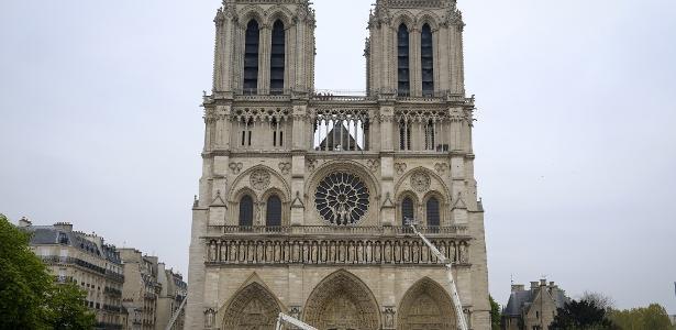 Após incêndio | Catedral Notre-Dame está 'quase a salvo', diz ministro da Cultura francês