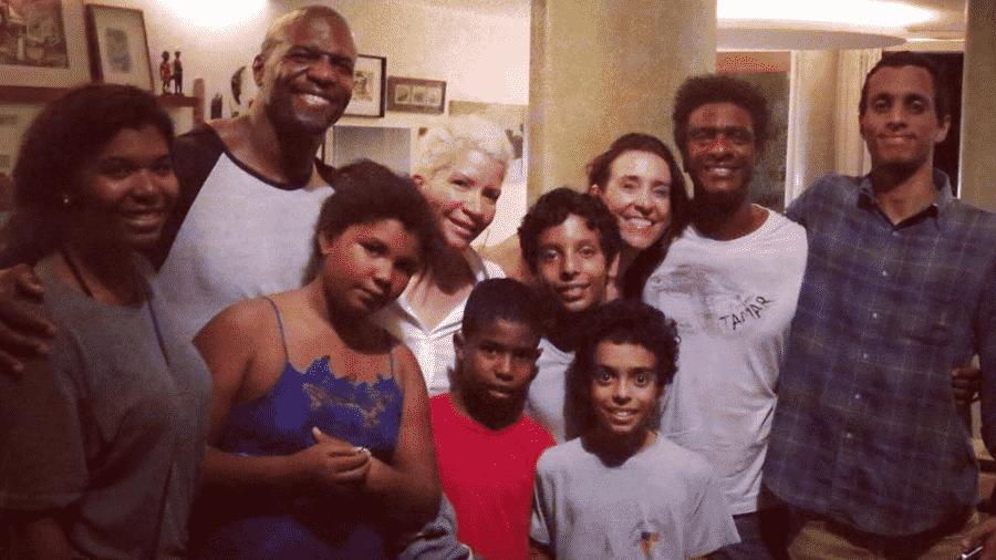 Terry Crews posa com a família de Helio de La Peña - Reprodução/Instagram