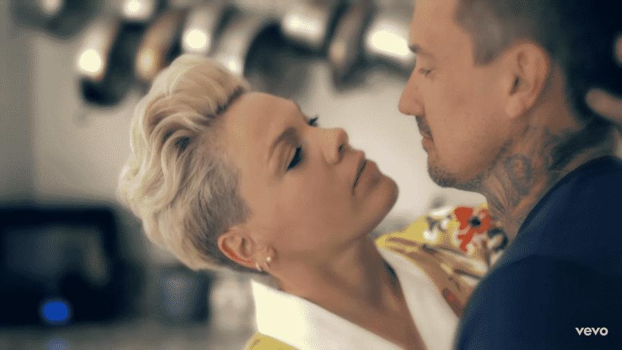 Pink e Carey Hart no clipe de 90 Days - Reprodução/YouTube