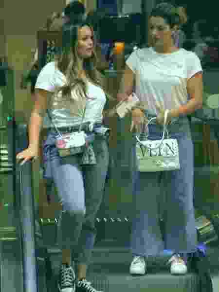 Kelly Key com Suzanna Freitas, a filha, em shopping no Rio de Janeiro - Jose Humberto / AgNews