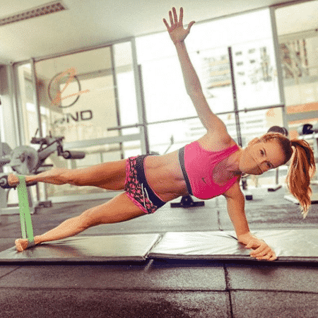 Deborah Secco mostrou disposição em treinos ao longo do ano - Reprodução/Instagram/@dedesecco