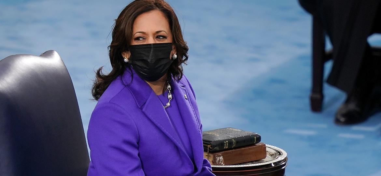 Kamala Harris na cerimônia de posse como vice-presidente dos Estados Unidos, ao lado do presidente Joe Biden, hoje (20) - Drew Angerer/Getty Images