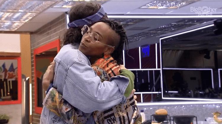 BBB 21: Fiuk e Karol se abraçam após eliminação de Arcrebiano - Reprodução/Globoplay - Reprodução/Globoplay