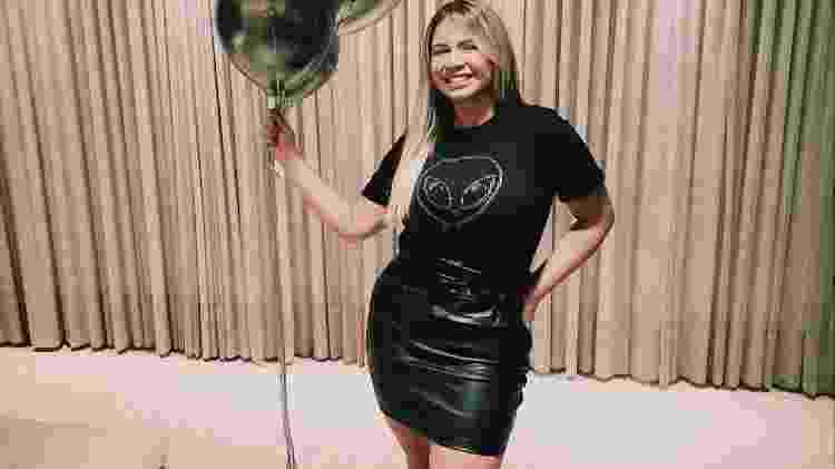 BBB 21: Marília Mendonça faz 'bolinho' para comemorar eliminação de Karol  - Reprodução/Globoplay - Reprodução/Globoplay