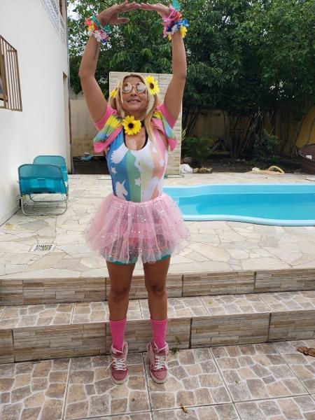 """Taynara Castro, a """"Loira do Uber"""", viralizou nas redes com entregas divertidas de comida para a irmã que está com covid-19 - Arquivo pessoal"""