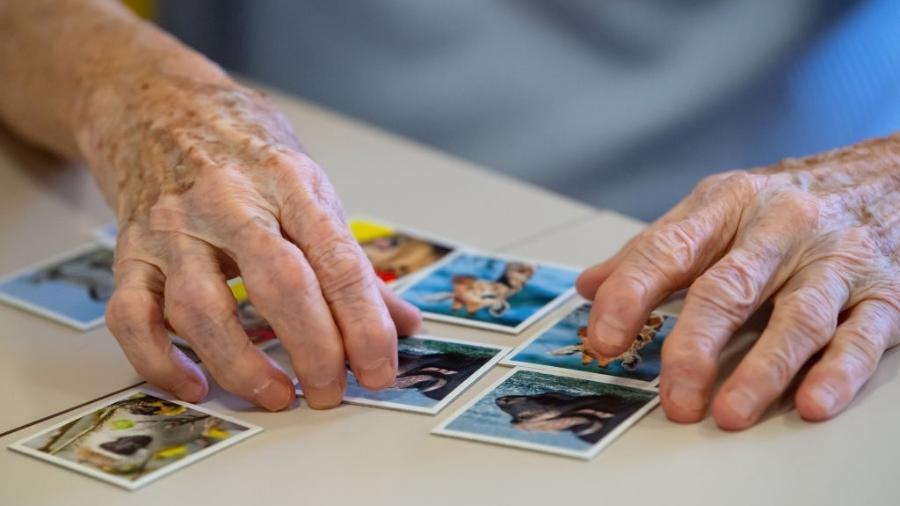 Mal de Alzheimer é uma das doenças para as quais ainda não existe cura, mas que podem ter tratamento e rotina adequados ao paciente - picture alliance/Colaborador Getty Images