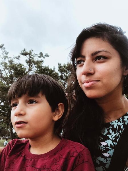 Jessica Borges e o filho Ravi, de 7 anos. Ela descobriu que era autista aos 28 anos, quando filho recebeu o mesmo diagnóstico - arquivo pessoal