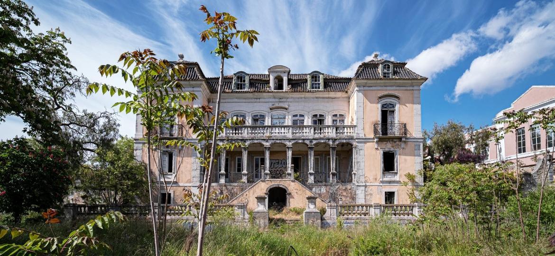 Palácio em ruínas fotografado por André Ramalho, que criou um blog sobre os lugares esquecidos no tempo - André Ramalho