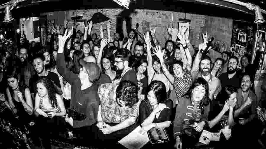 A balada Isto Não É Um Karaokê, no Mandíbula Bar - Reprodução / Facebook