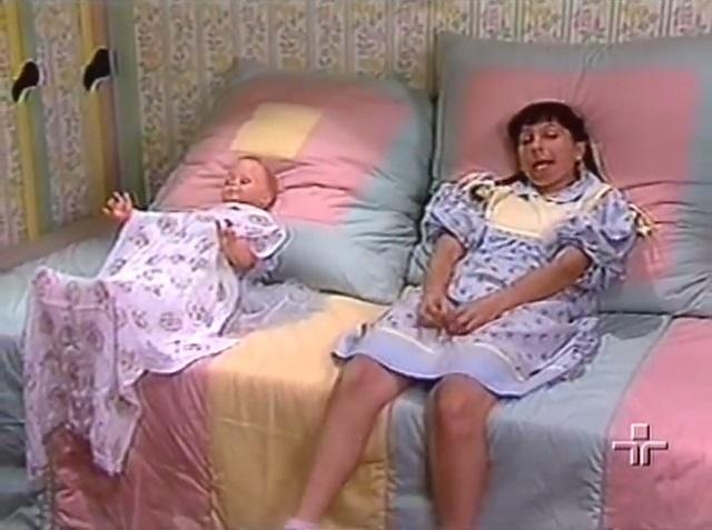 "Iara Jamra interpreta Nina em ""Rá-Tim-Bum"" (1990), programa infantil da TV Cultura"