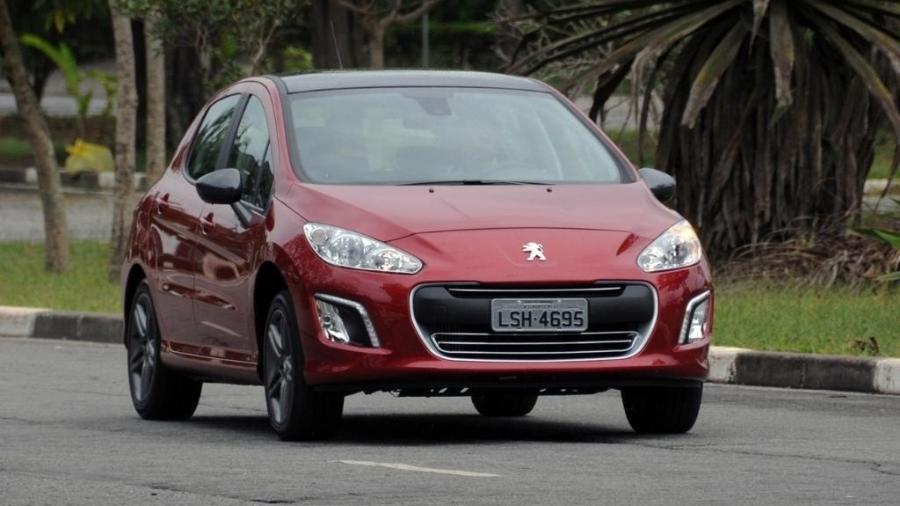 Peugeot 308 antes da remodelação visual terá que participar de novo recall: quase 20 mil unidades podem pegar fogo - Murilo Góes/UOL