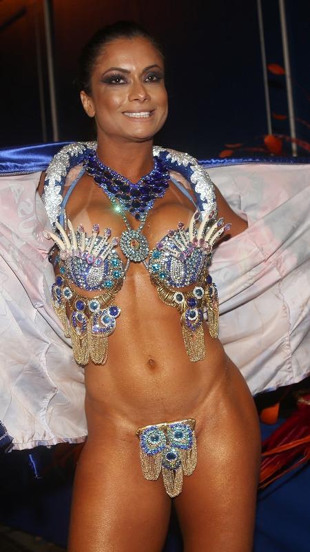 Musa da União da Ilha, Dani Sperle garante ter o menor tapa-sexo da Sapucaí - Iwi Onodera/UOL