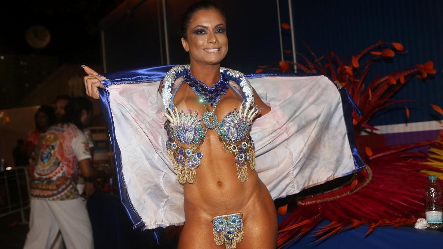 Dani Sperle, musa da escola carioca União da Ilha do Governador, usou tapa-sexo de encaixe - Iwi Onodera/UOL
