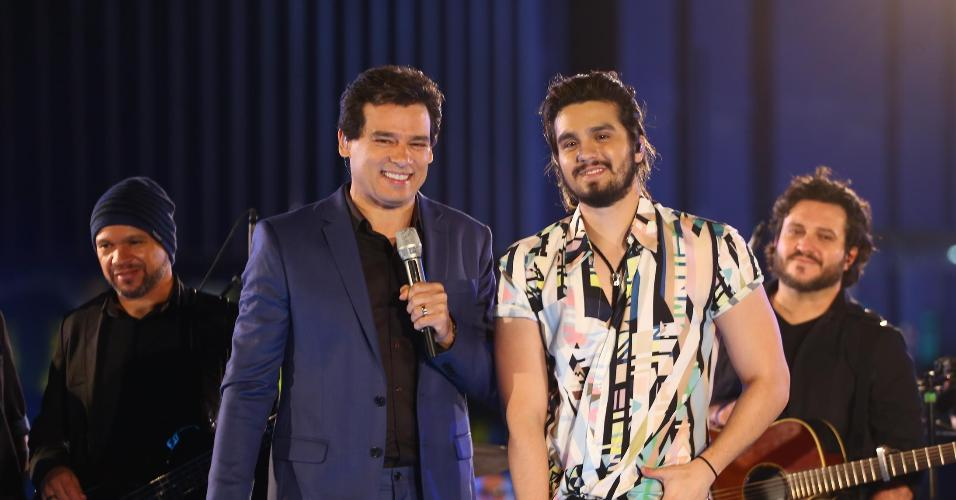"Celso Portiolli e Luan Santana no programa ""Domingo Legal"", do SBT"