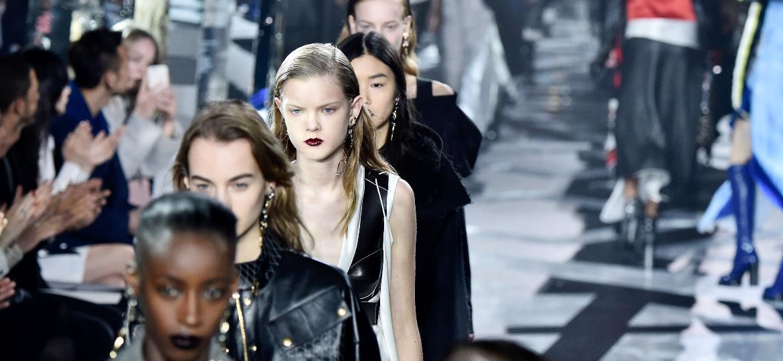 As passarelas da Louis Vuitton no desfile feminino de outono/inverno 2016-2017 - Getty Images