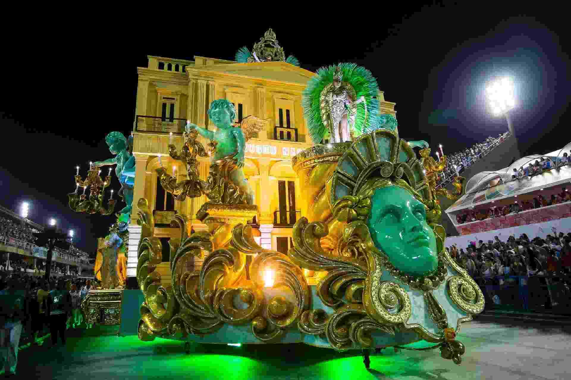 Imperatriz Leopoldinense celebra 200 anos do Museu Nacional em desfile - Júlio César Guimarães/UOL