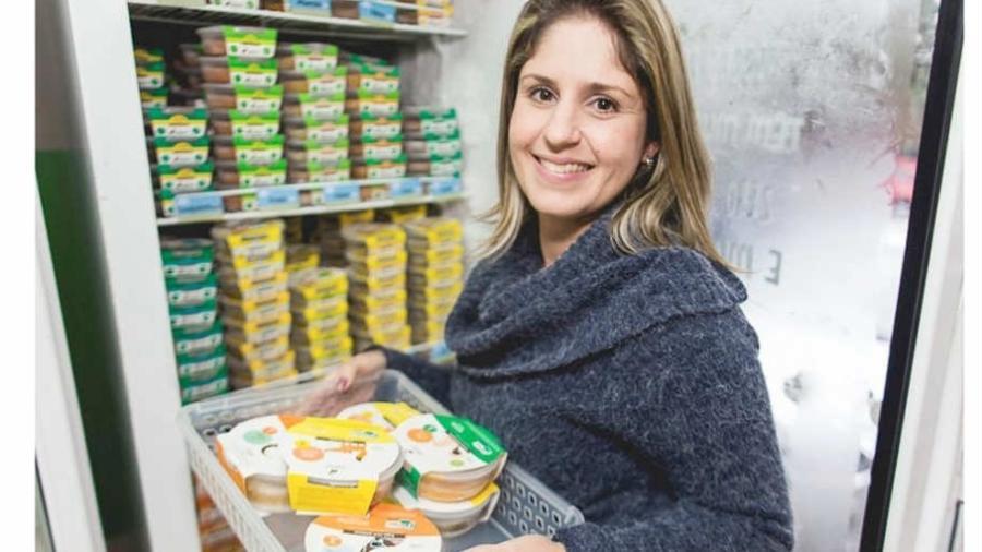 A dificuldade de encontrar papinhas orgânicas para a filha recém-nascida levou Maria Fernanda a abrir sua própria empresa de alimentos saudáveis para bebês - Arquivo pessoal