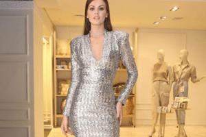 5835887f2 Fotos: 16 looks direto do guarda-roupa de Camila Queiroz para usar no  Ano-Novo - 24/12/2018 - UOL Universa