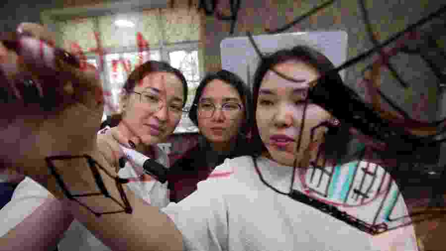 Iniciativa impacta a autoestima das garotas e até jovens de fora do programa espacial a repensarem seus papéis na sociedade - Kloop media/Kyrgyz Space Program