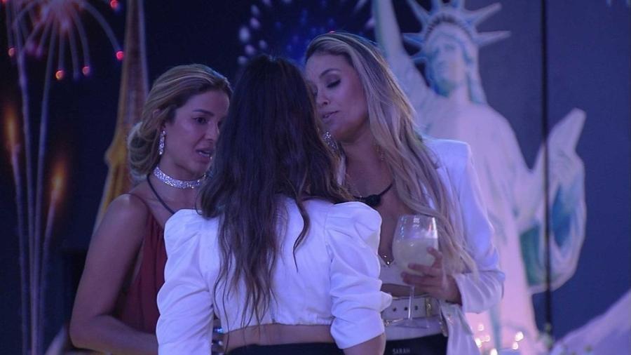 BBB 21: Sarah, Kerline e Juliette conversaram ao final da festa - Reprodução/Globoplay