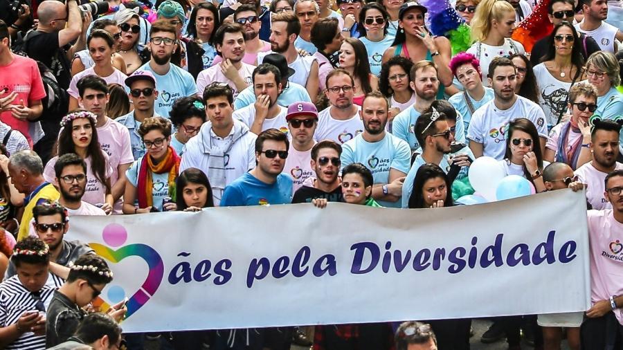 Integrantes da ONG Mães pela Diversidade na Parada do Orgulho LGBTQIA+ de São Paulo, em 2016. - Reprodução