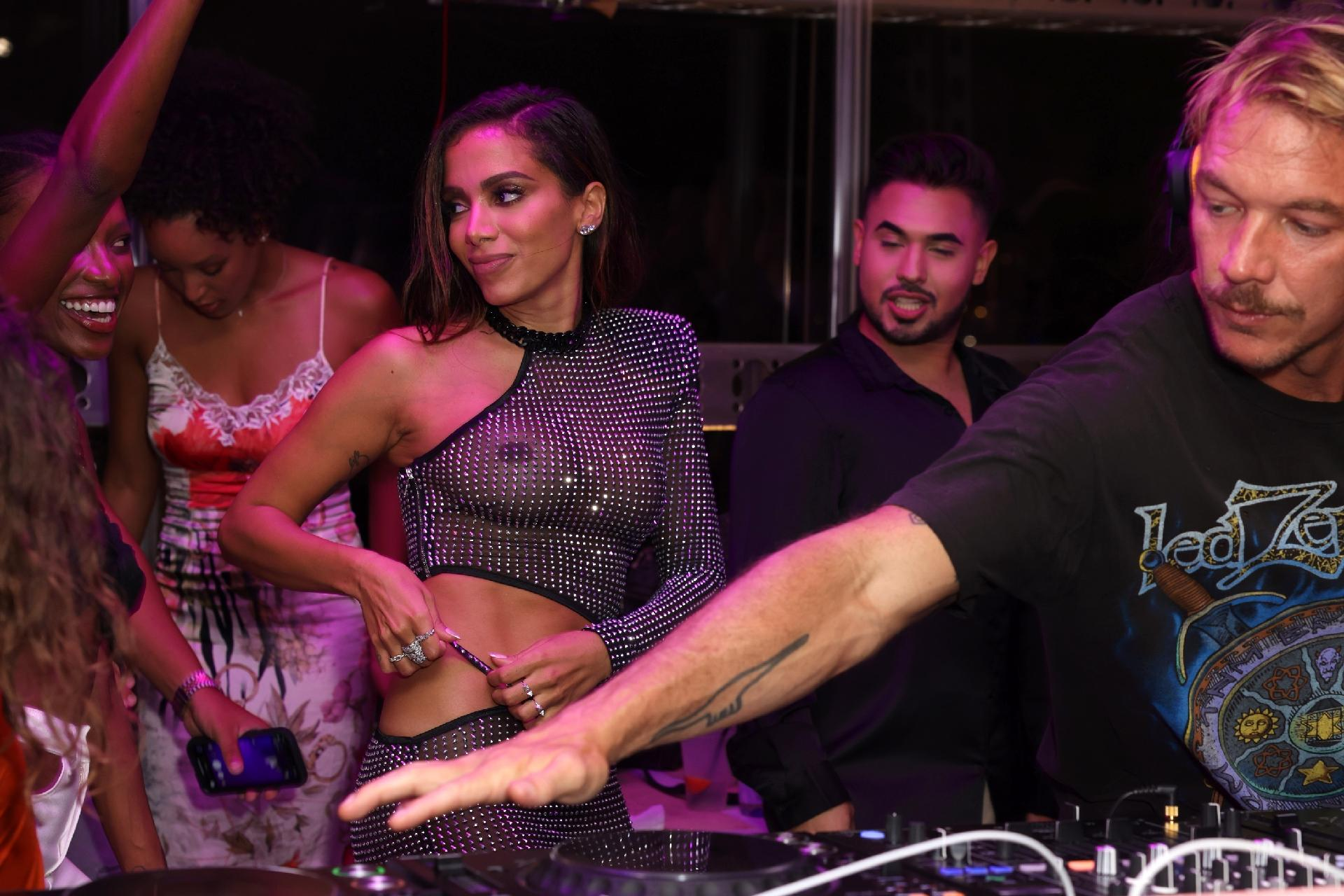 """Diplo e Anitta no lançamento de """"Girl From Rio"""" em Miami -                                                     Alexander Tamargo/Getty Images"""