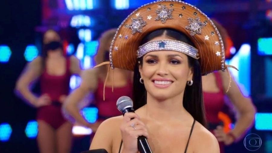 """A vencedora do BBB 21, Juliette, no """"""""Domingão do Faustão"""" em maio; ela falou sobre a cobrança por perfeição - Reprodução/Globo"""