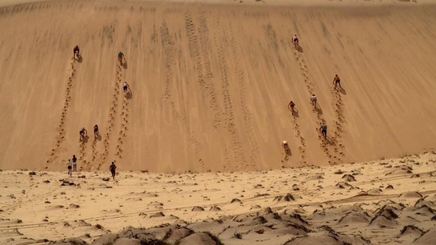 No Limite: Elenco enfrenta primeiro desafio escalando duna de areia - Reprodução/Globoplay