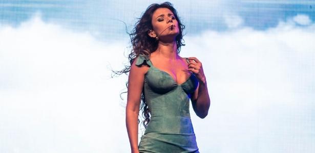 No Faustão, Paula Fernandes interrompeu a música porque o violão estava desafinado