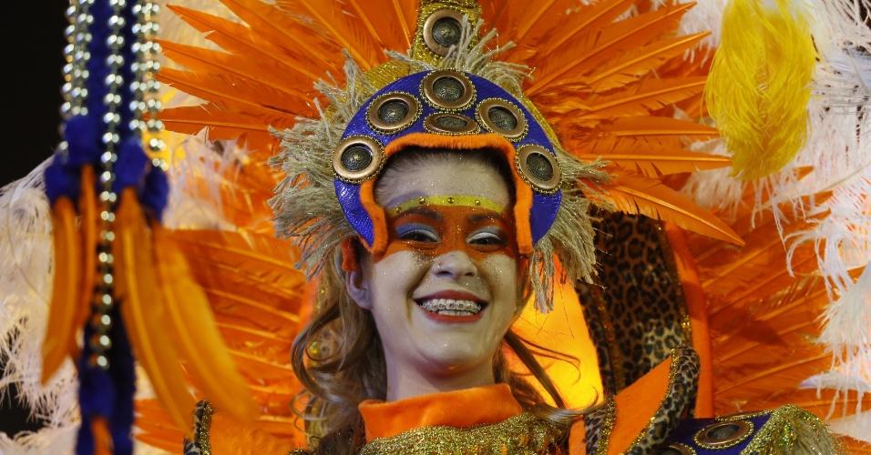 7.fev.2016 - Foliona participa do desfile do Império de Casa Verde, segunda escola a entrar no Anhembi na madrugada deste domingo