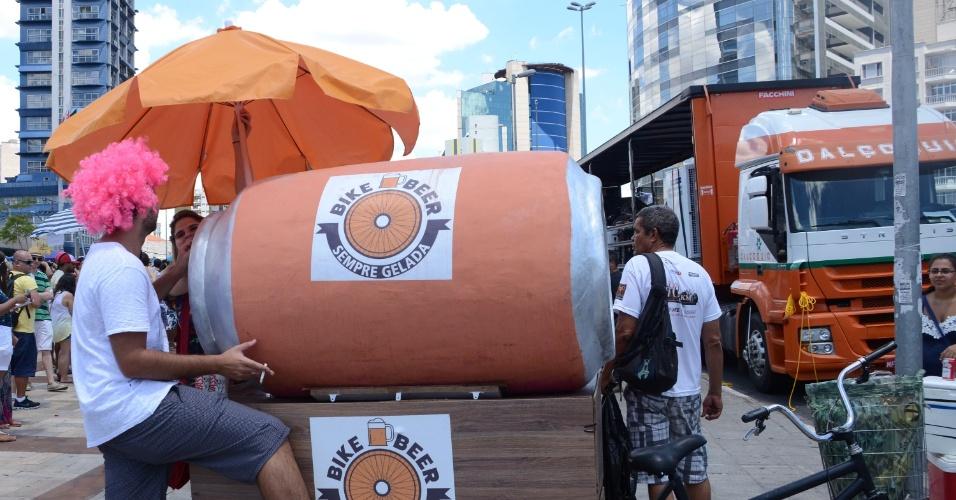 """8.fev.2016 - Humoristas do programa """"Hermes e Renato"""" comandaram o bloco BregsNice, no Largo da Batata, em São Paulo"""