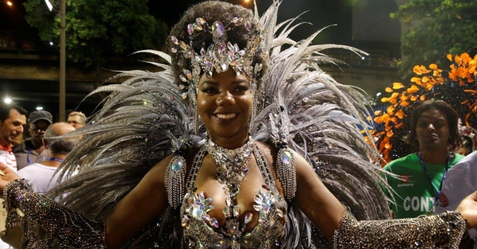 8.jan.2016 - Ludmilla pronta para estrear na Sapucaí no desfile do Salgueiro
