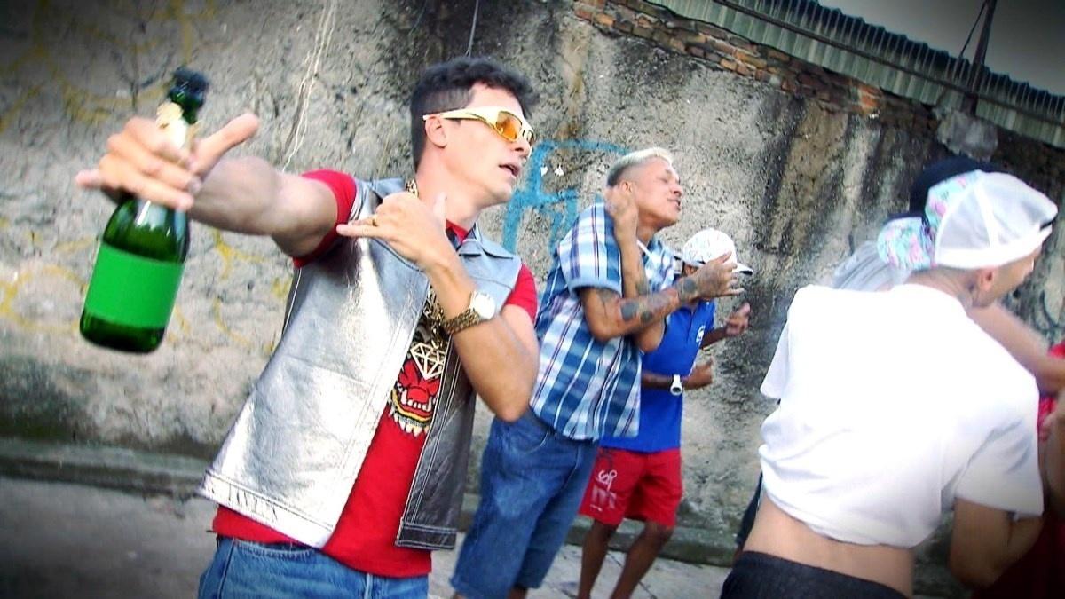 """Com direito a champanhe, Rodrigo Faro dança o hit """"Tá Tranquilo, Tá Favorável"""", de MC Bin Laden, para o """"Hora do Faro"""" do próximo domingo (28)"""