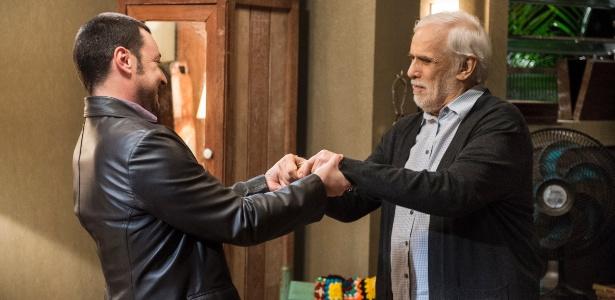 Damasceno (Emilio Orciollo Neto) arma plano e consegue enrolar Gaetano (Francisco Cuoco) e toda a família - Estevam Avellar/ TV Globo