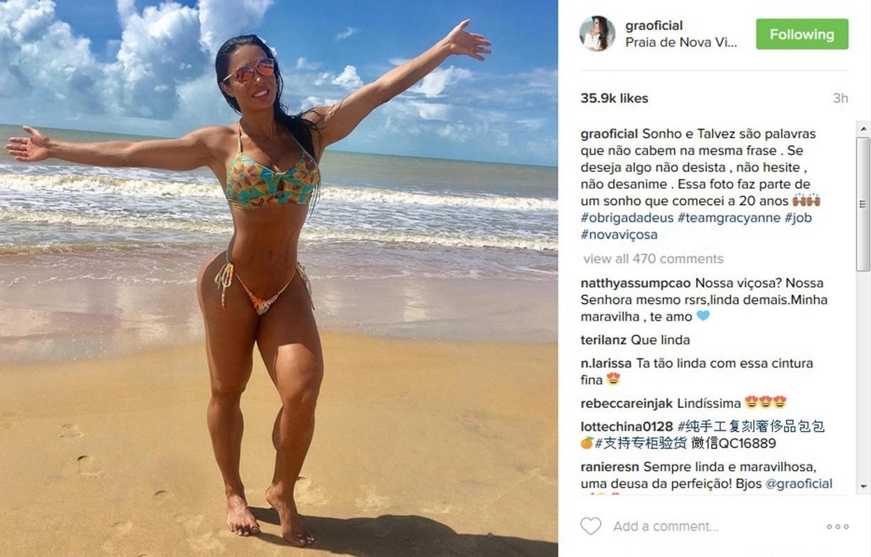 De biquíni, Gracyanne Barbosa exibiu o corpão na praia de Nova Viçosa, na Bahia, e postou uma mensagem motivacional para seus seguidores: